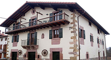 Casa aldekoa casa rural en ziga baztan navarra - Casa rural aldekoa ...